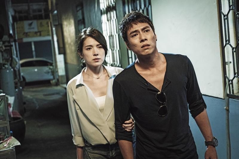 許瑋甯(左)和莊凱勛主演《目擊者》試片後好評如潮,導演程偉豪受到投資商關注。