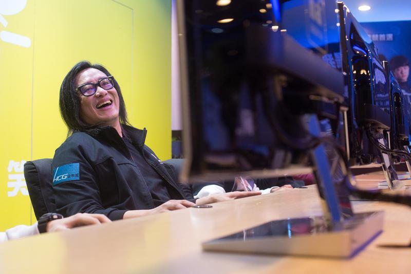熱愛電玩的施文彬,不但是遊戲資歷逾40年的超級玩家;為了推動電競產業,在2013年創立了台灣電競協會,出任理事長