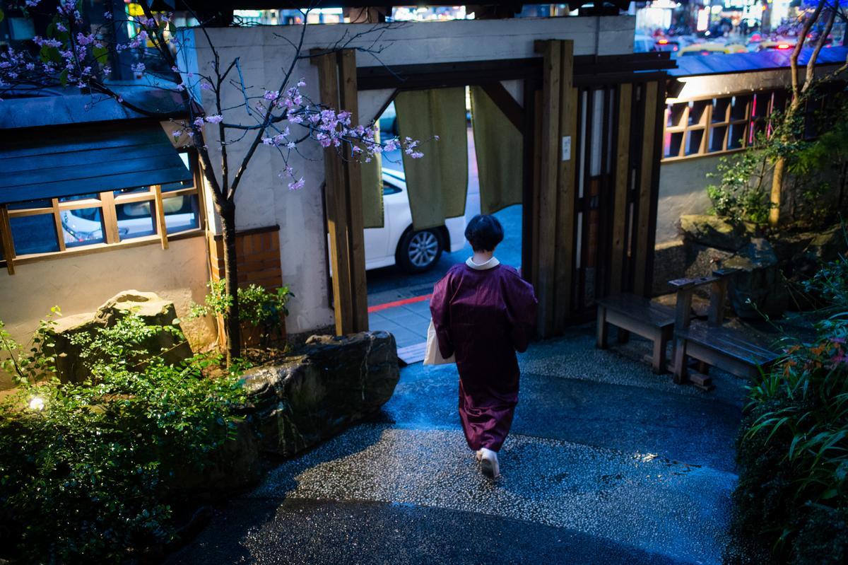 「平安京茶事」在熙來攘往的台北市創造了一隅和風空間。