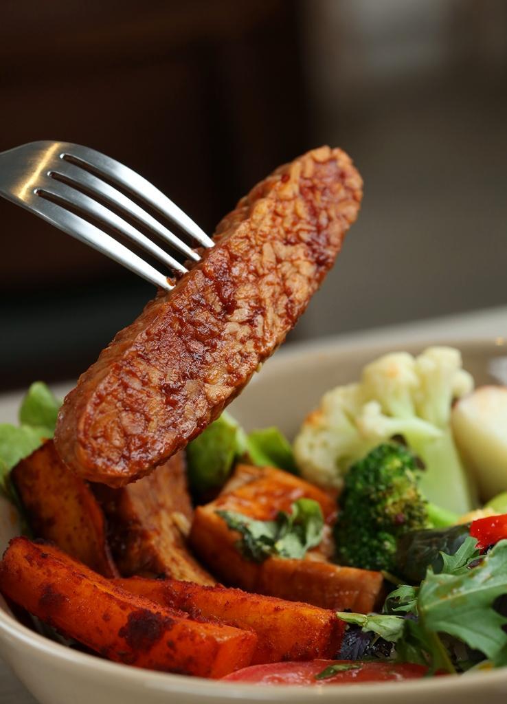 「煙燻天貝豆腐」天貝濃郁、帶黃豆香,是葷食者也會喜愛的滋味。(220元/碗)