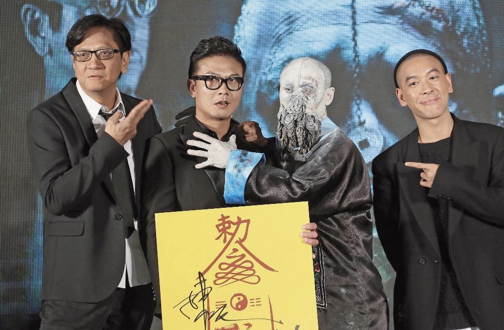 錢小豪(左二)4年前曾來台灣宣傳電影《殭屍》,他笑說最愛吃台灣的夜市小吃,去年更偷偷跑來台東旅行。(東方IC)