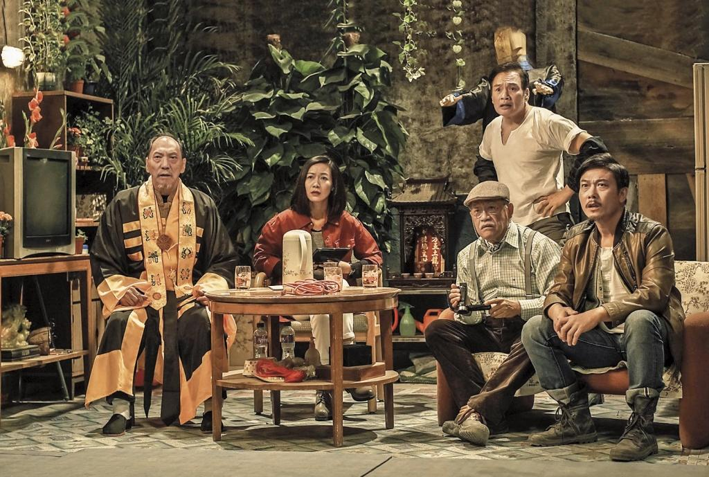 錢小豪(右)自《殭屍》翻紅後,戲劇邀 約不斷,一連拍了《救殭清道夫》《天 師歸來》等4部電影跟網劇,半年前還 自己開公司當老闆。