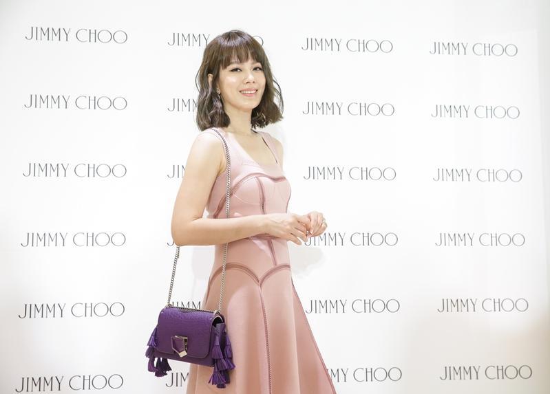 Melody出席Jimmy Choo記者會,話題圍繞在她愛的巴黎生活。
