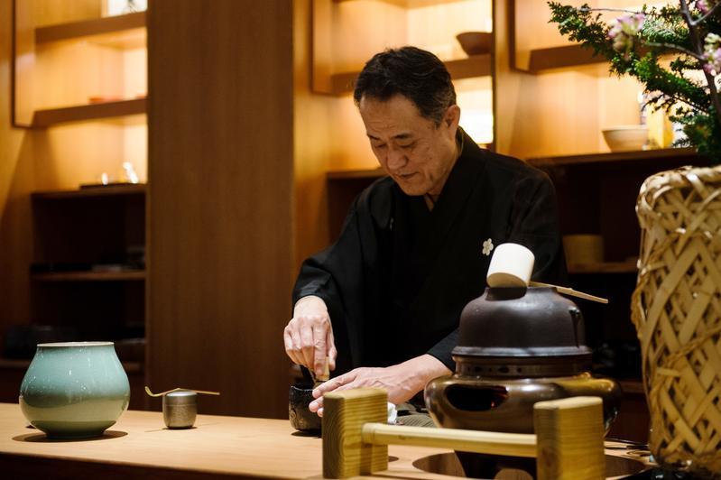 京都松樂窯第四代傳人來台與樂沐甜點主廚舉辦了一場茶與甜點的盛宴。