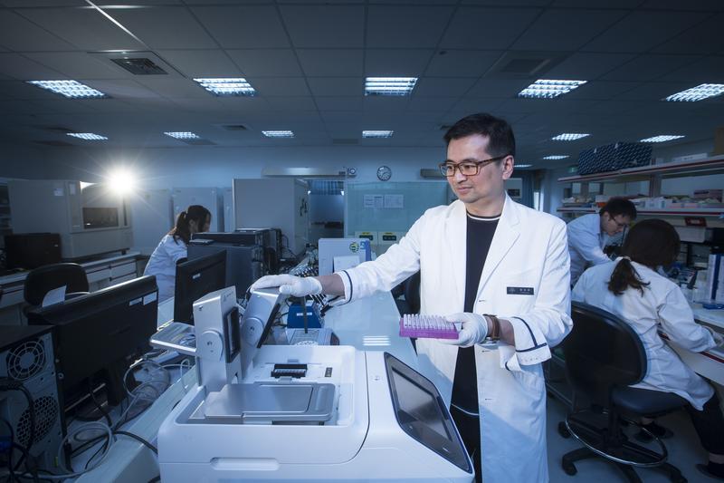 慧智基因與禾馨醫療體系創辦人蘇怡寧,5年前離開台大醫院,出走創業,闖出年營收逾4億元的成績單。