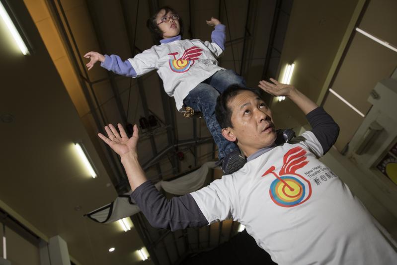 我帶子沂練疊羅漢,那是我和女兒小時候練的動作。