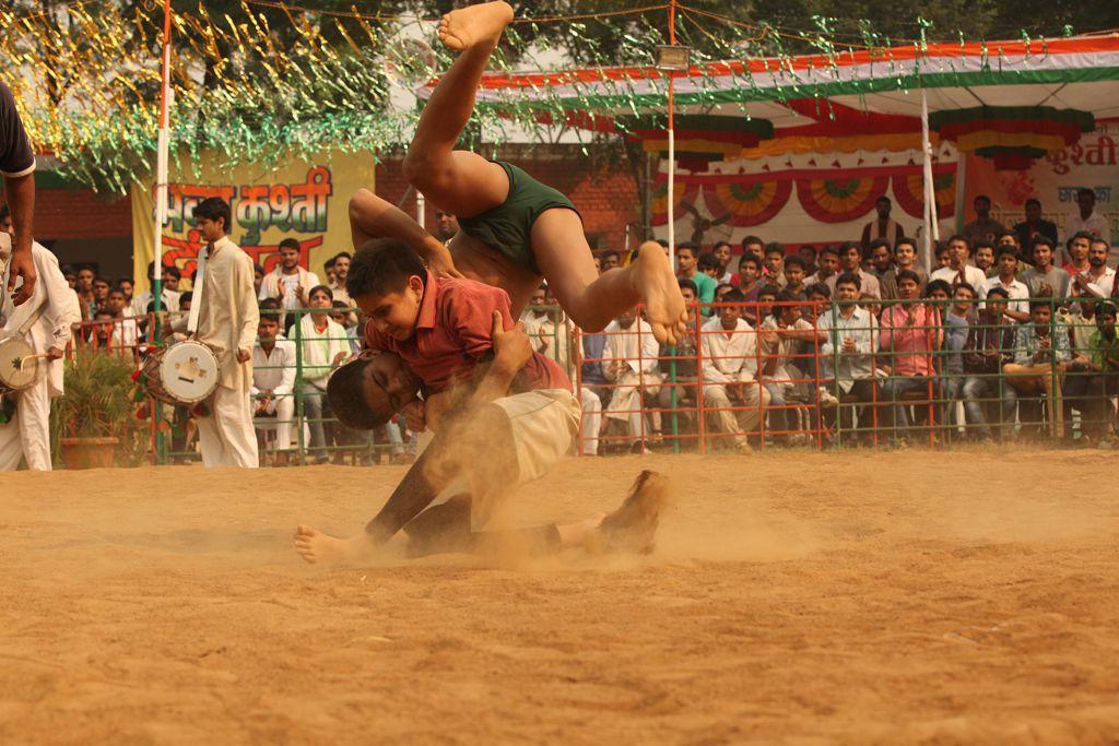 電影用摔跤比賽,點出印度社會對於女性各種有形無形的束縛。車庫娛樂