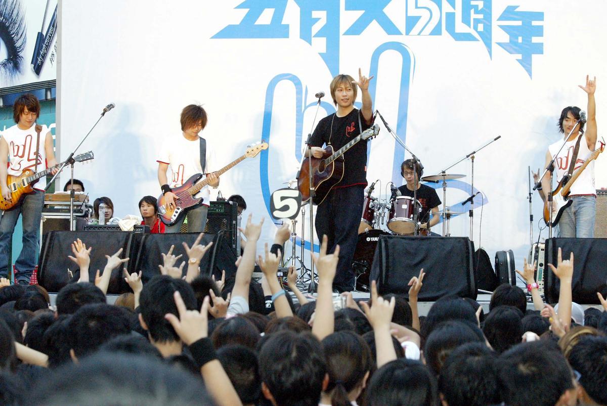 五月天曾在街頭舉辦5週年演唱會,引起萬人空巷。