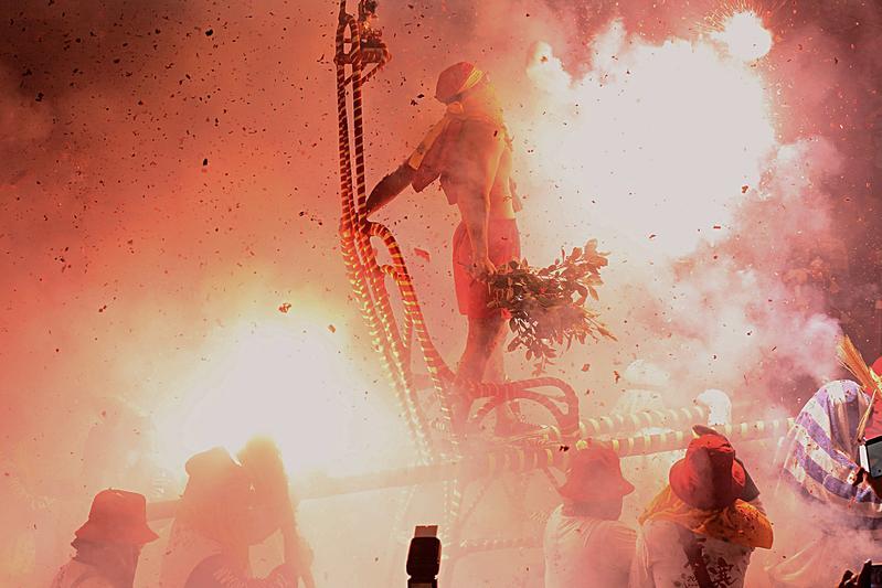 大甲媽祖遶境,台灣各地信徒齊聚在鎮瀾宮。