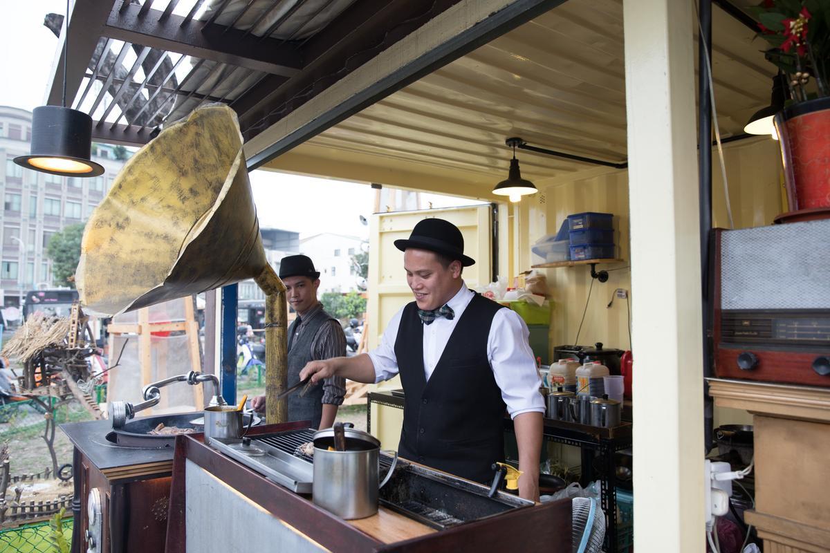 「SwinG BBQ復古留聲機燒烤」的音樂烤台創意十足。