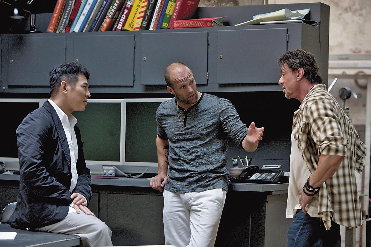 傑森史塔森(中)認為史特龍(右)、李連杰(左)都是對他影響甚大,也給他許多啟發的影壇前輩。(威望國際)