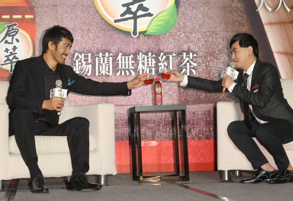 3年前電影《羅馬浴場II》來台記者會也是黃子佼主持,佼哥打趣說:「希望阿部寬先生不要誤會台灣只有我一個主持人啊。」