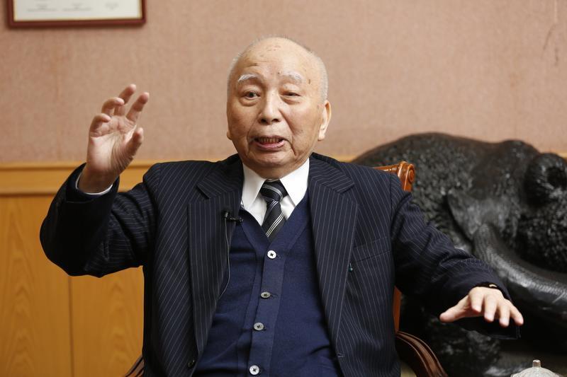高齡94歲的穎川建忠是民視最大股東,也是青果大王陳查某的長子。
