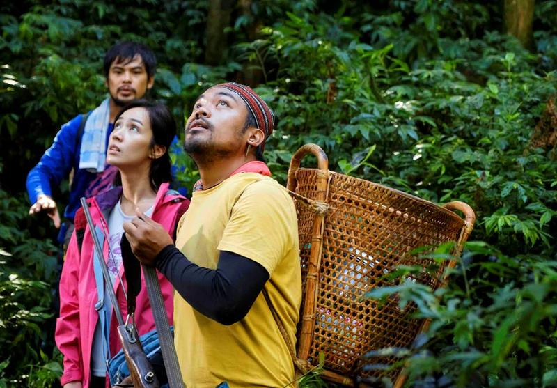 《山的那一邊》描述一群人在山林中48小時內發生的種種爆笑趣事。