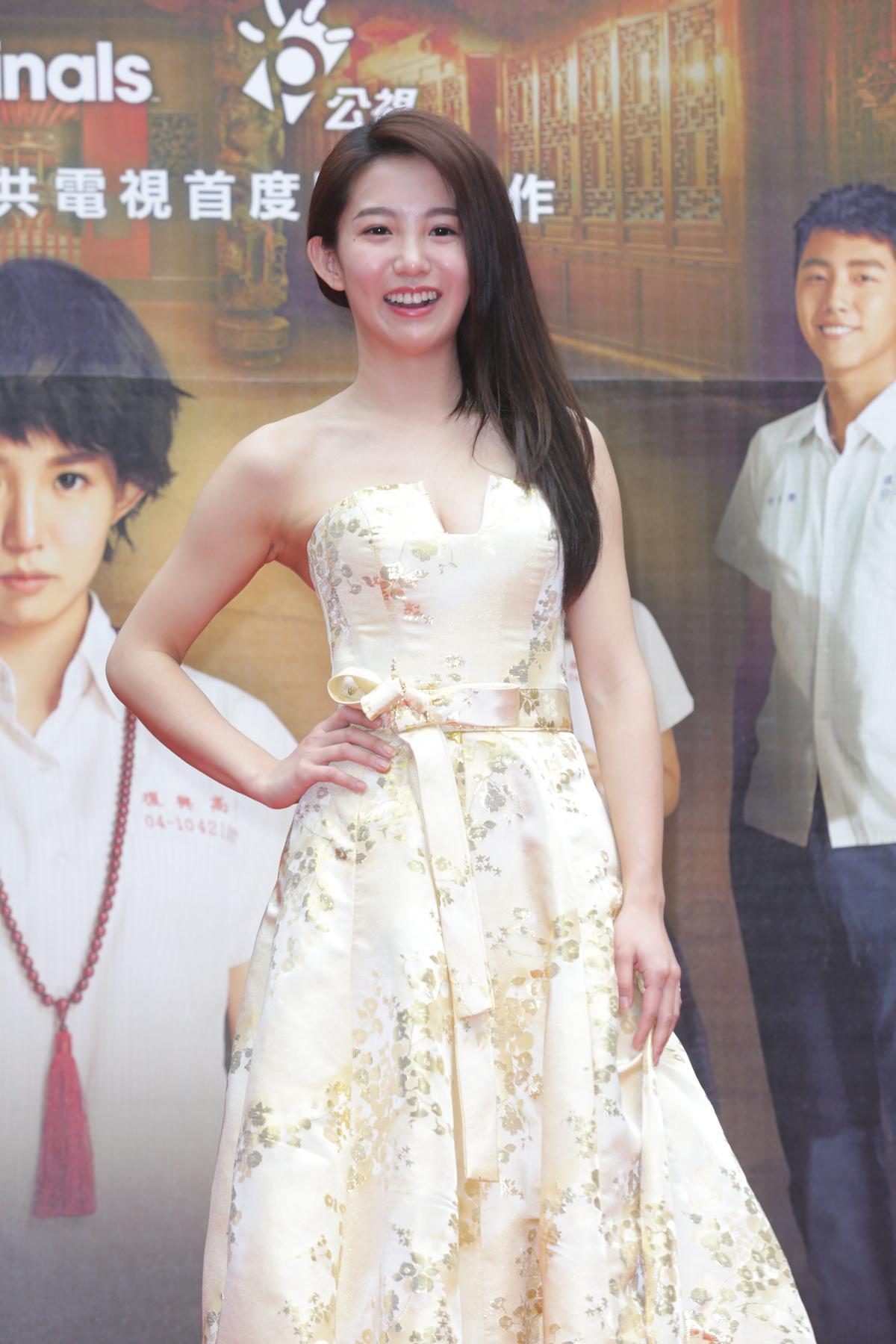 郭書瑤在《通靈少女》挑大梁演出,雖然已經26歲,但演起高中生仍然無違和。