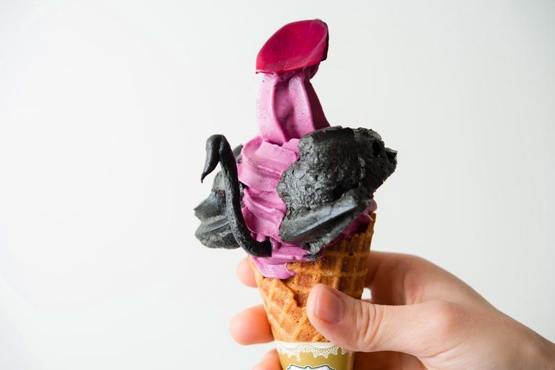 霜淇淋再進化,台南「屏息甜點工坊」的天鵝霜淇淋引起話題。
