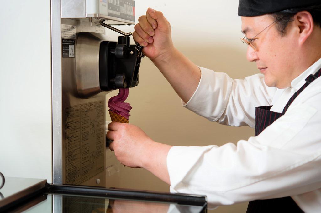 「屏息甜點工坊」每逢週五、六、日都有限定口味霜淇淋。