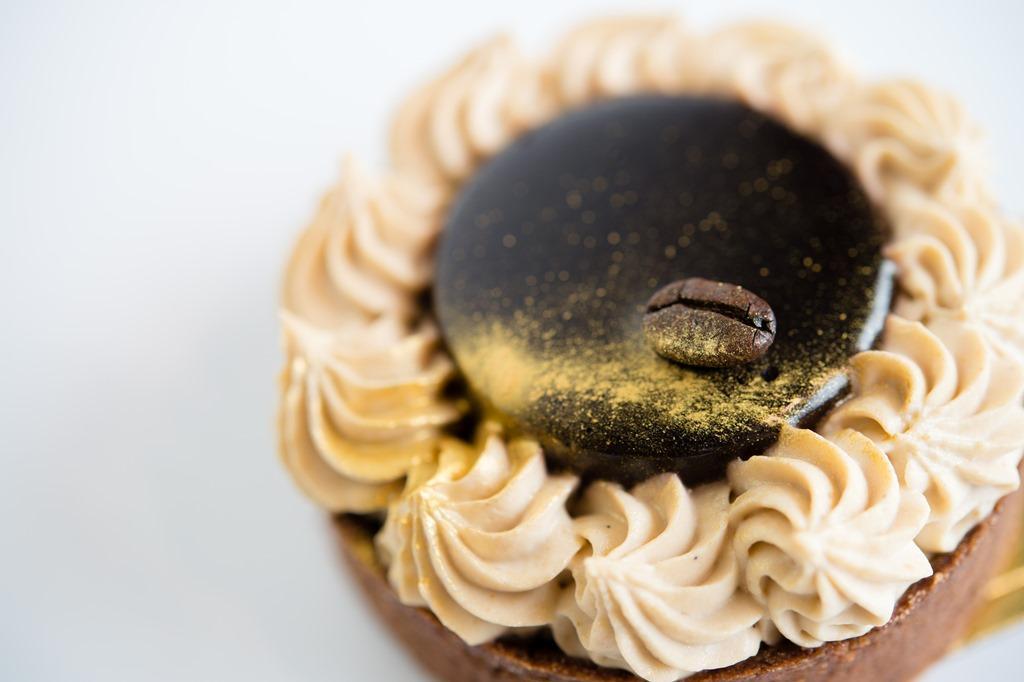 「威士忌巧克力塔」使用曼特寧咖啡豆與波本威士忌增加層次。