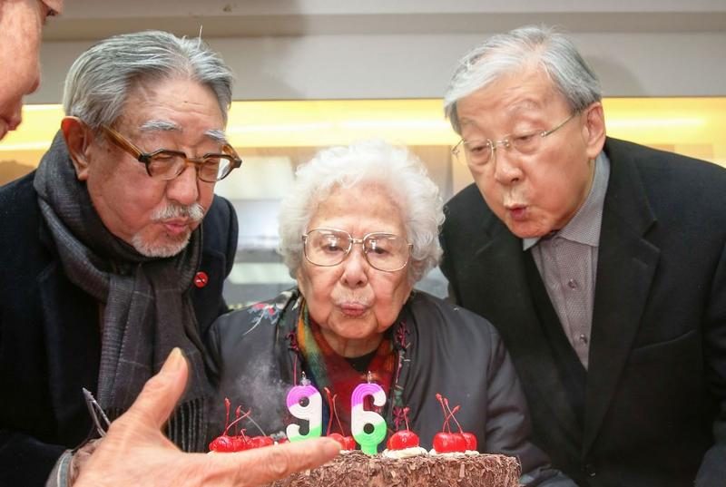 今年2月孫越、李行等老友還為崔小萍慶生,孰料幾周後她便病逝台大醫院。