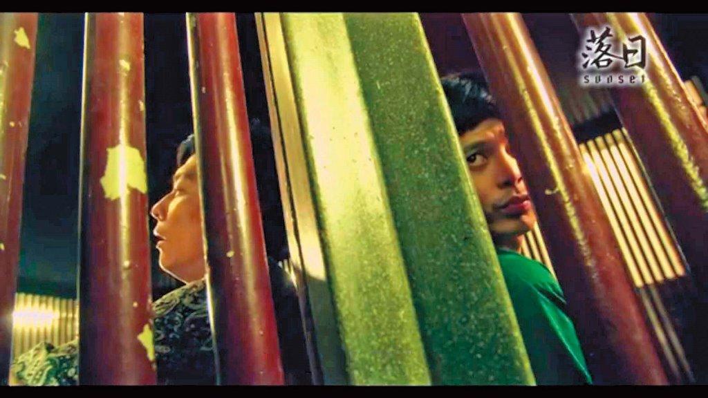 柯朋宇(右)演出客家電視台《落日》,變態殺手的形象令人印象深刻。(杉朋娛樂提供)