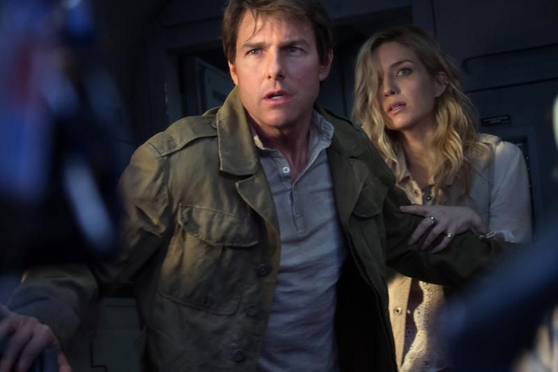 湯姆克魯斯(左)搭檔的女主角越來越年輕,安娜貝爾瓦莉絲戲外跟他相差快22歲。