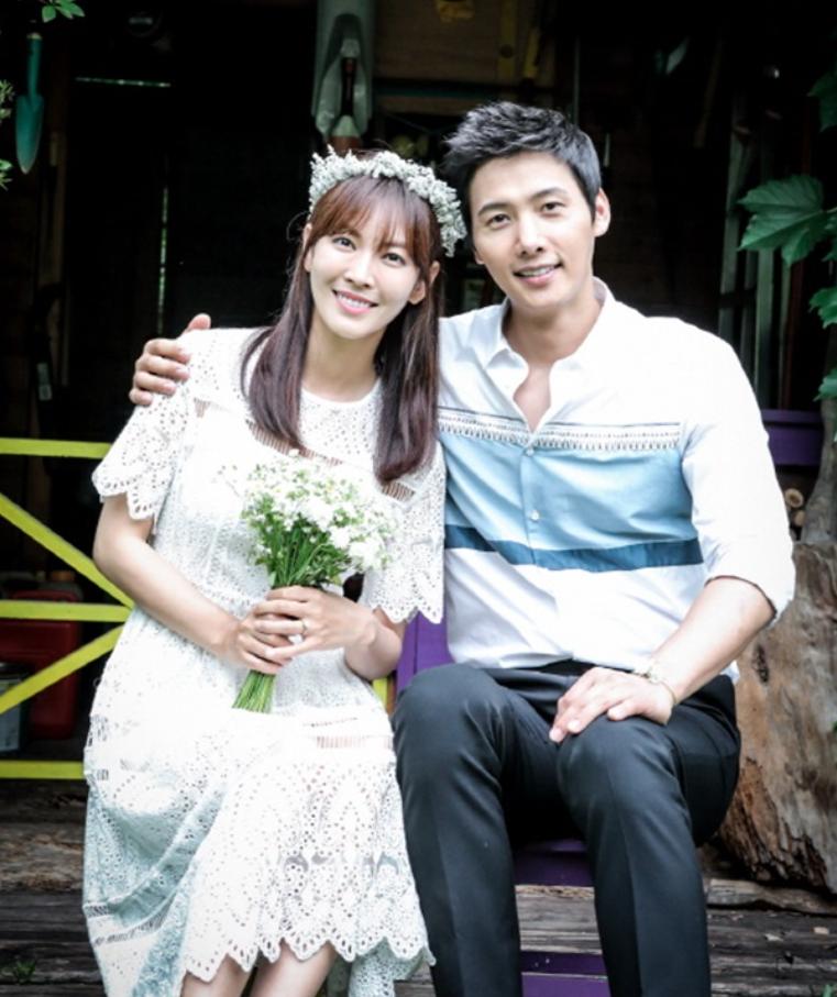 金素妍與李尚禹因《家和萬事成》擦出愛火,預計在6月結婚。(網路圖片)