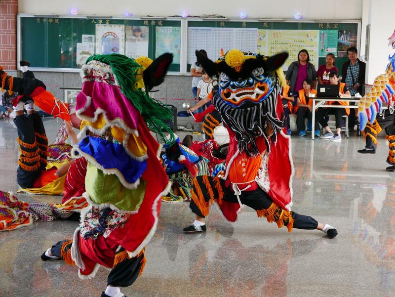 雲林縣大埤鄉仁和國小全校僅68人,卻在民俗體育競賽中拿到雙料3冠王成績。