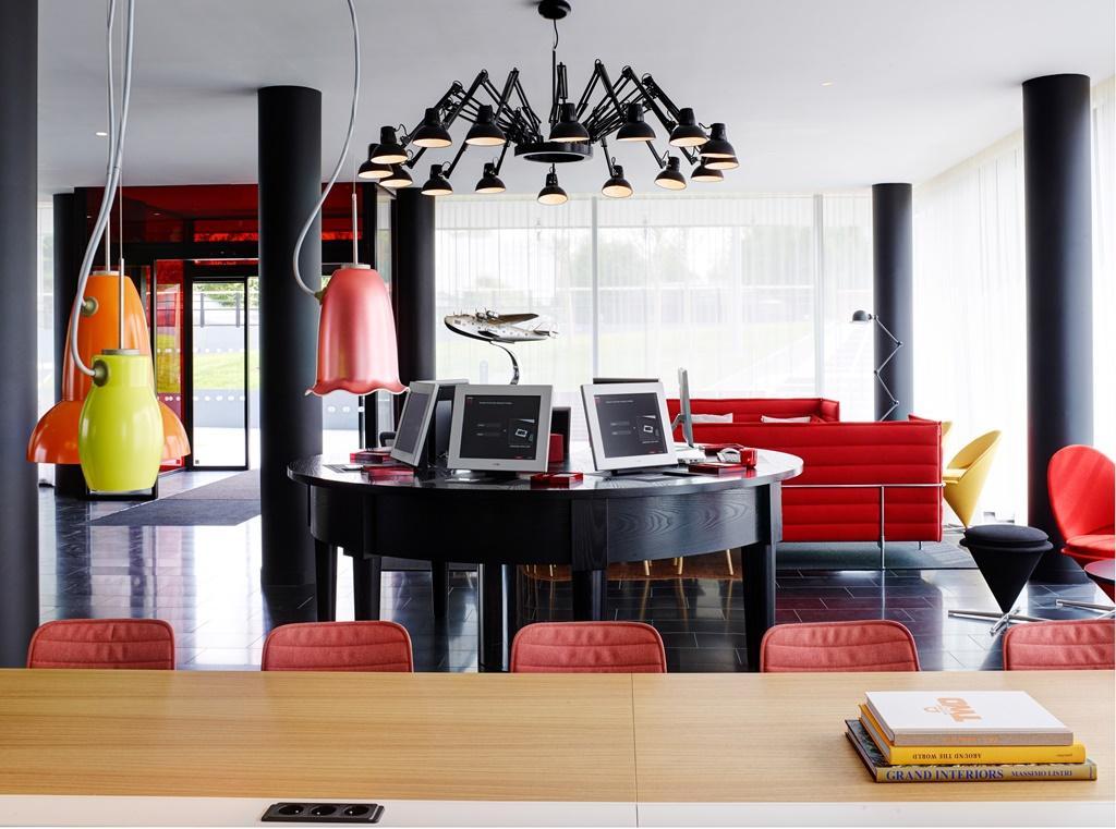 citizenM用「客廳」取代大廳,讓每個空間都可以用餐、工作或休憩。