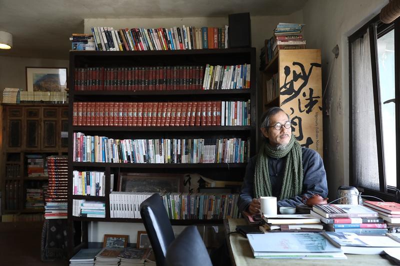 「刺鳥咖啡獨立書店」的主人曹以雄,像是渾然天成的馬祖文人。