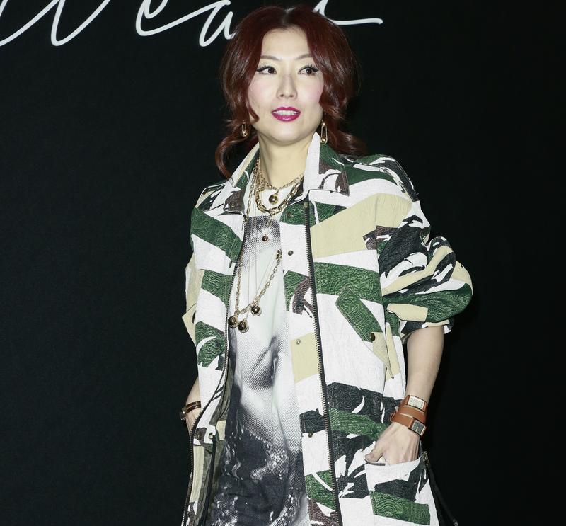 鄭秀文穿著KENZO服裝出席Tiffany & Co.的HardWear系列時尚派對活動。