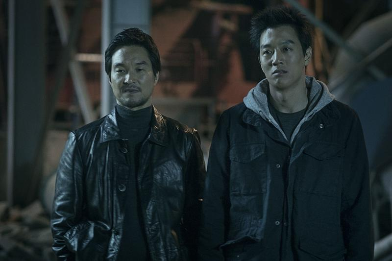 金來沅(右)、韓石圭主演的《叛獄無間》,4月7日在台灣上映。