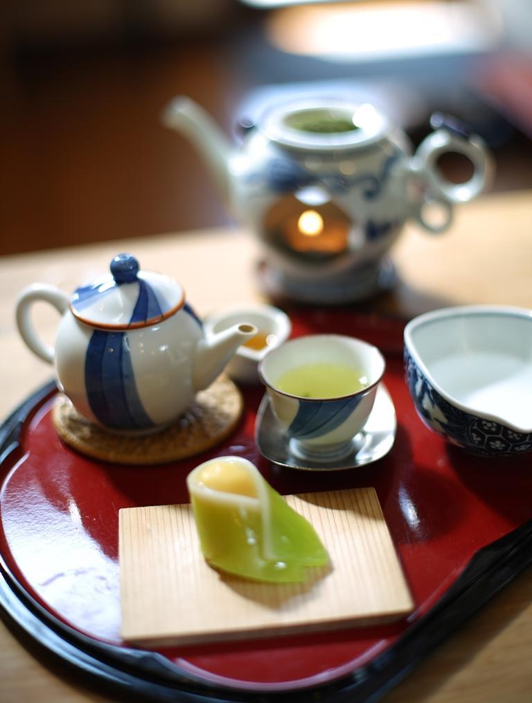 煎茶體驗含煎茶及一份和菓子。