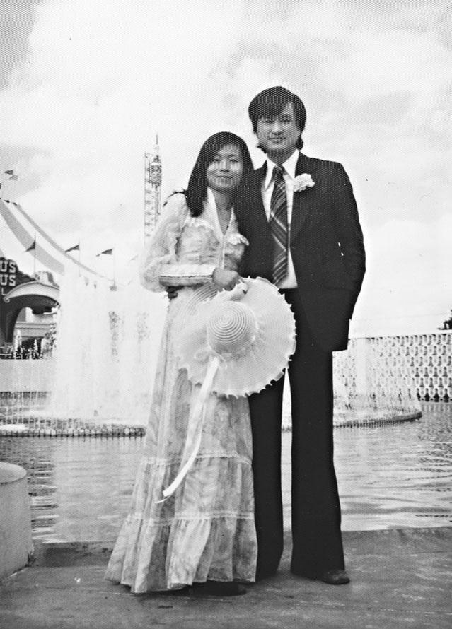 平路赴美求學半年後就簡單成婚,這是唯一的婚紗照。(時報文化出版提供)