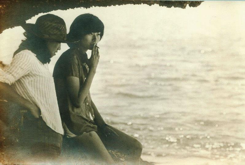 平路的高中大學期間頗叛逆,逃家、抽菸,直到在美國結婚生子後與父母的關係才改善許多。(時報文化出版提供)