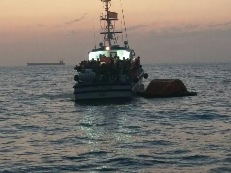 凱旋三號新式客輪意外擱淺,3百多名乘客受困。