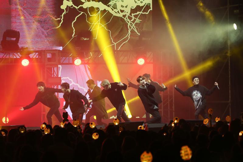 Block B在台大體育館熱力開唱,熱歌勁舞嗨翻天。
