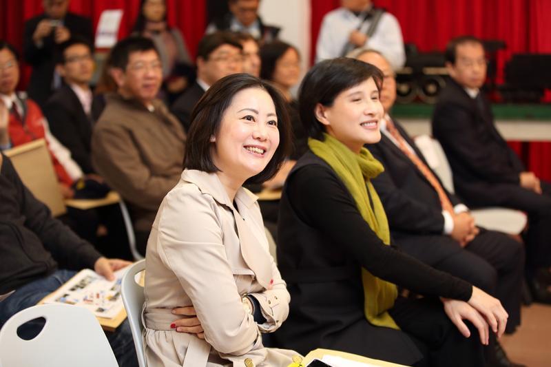 當時同為台北市議員的吳思瑤(前),曾被媒體直擊拍到在吳志剛車上「靠頭倚偎、親密互動、貼臉倚肩」,但2人皆否認交往。
