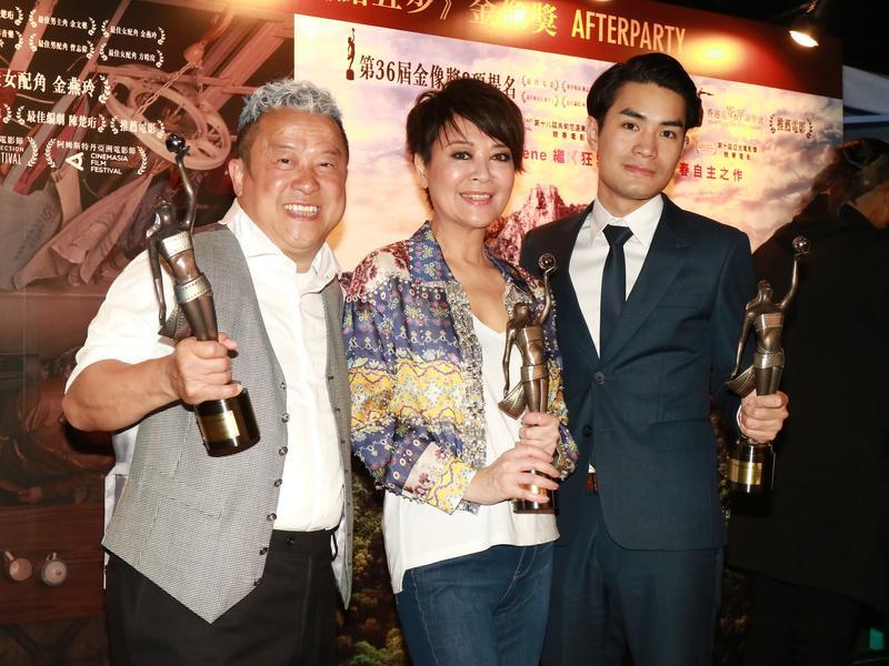 1988年出生的黃進(右1)贏得香港電影金像獎最佳新導演,也讓曾志偉(左1)與金燕玲贏得最佳男女配角獎。(東方ic)