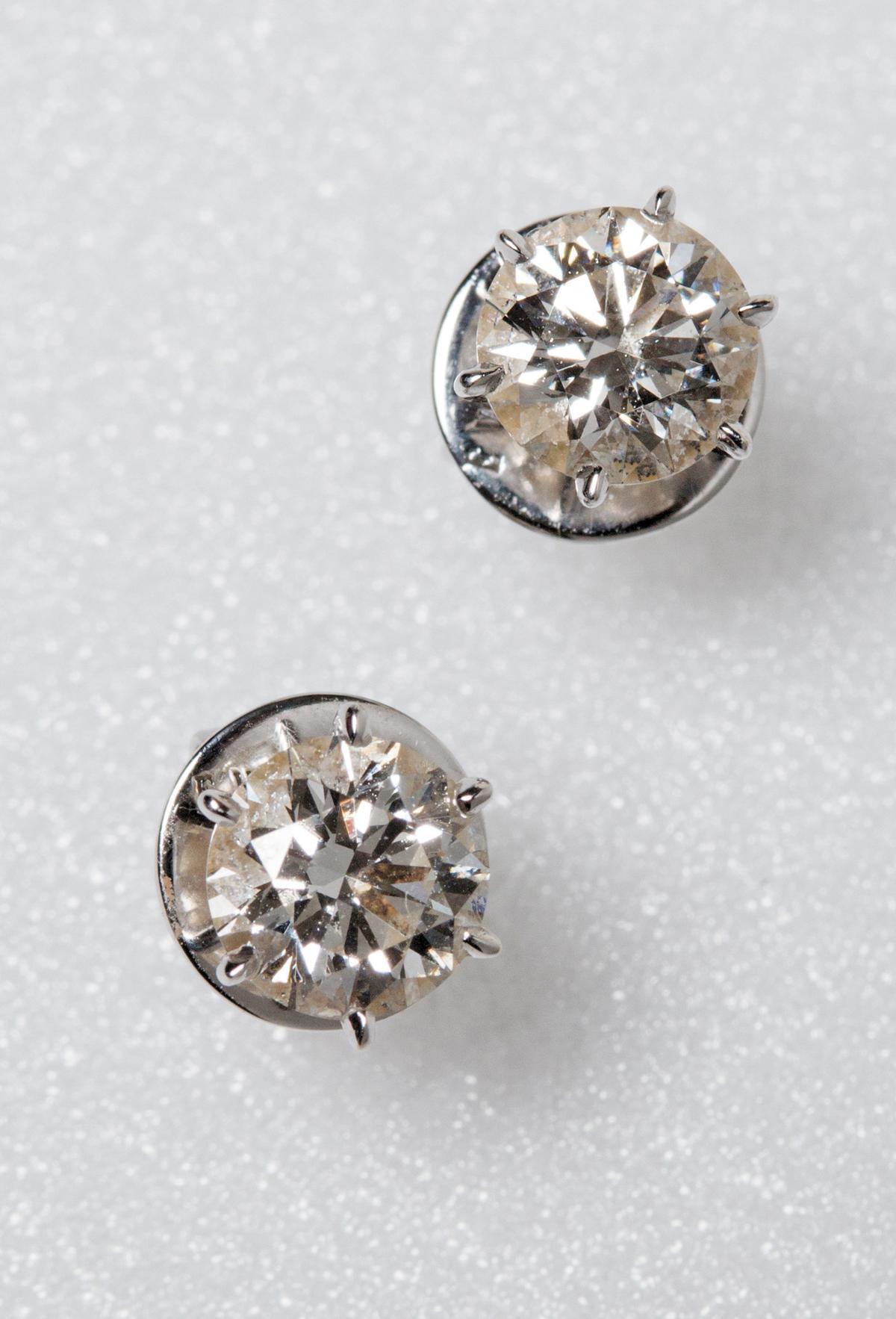 各1克拉鑽石耳環。NT$700,000