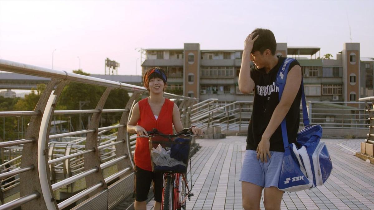 只穿一條內褲的蔡凡熙,還是有點不好意思。