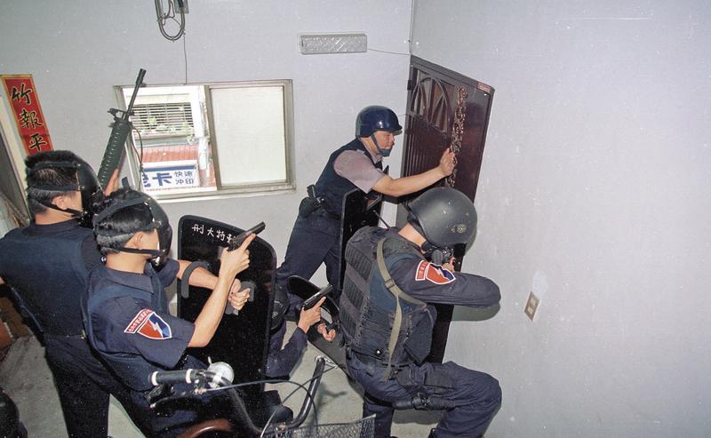 警方當時發現林春生、高天民出沒在台北市五常街,旋即展開攻堅,林春生身中6槍死亡。(中央社)