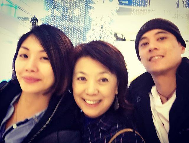 蔣方智怡讓兒子自己決定終身大事,辦婚宴前,與蔣友青(右)和Maggie合照,顯示這個媳婦已獲婆婆肯定。(翻攝IG)