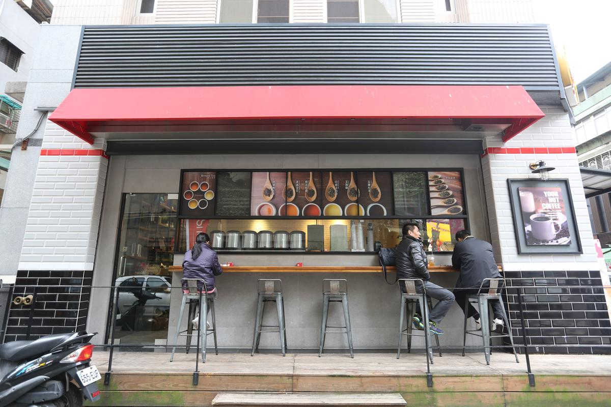 歇腳亭七代店佈置得彷彿咖啡廳,還提供露天座位區,很有國外氛圍。