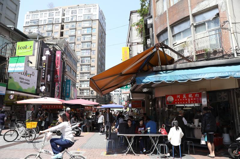 「晴光市場」各色小吃眾多,辜成允從年輕時代就愛來這裡隨興享用午茶小吃。