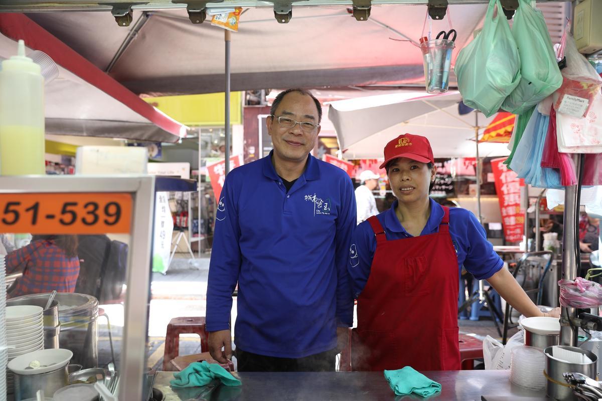楊基芳夫婦接手父親的小攤20多年,也做得有聲有色,近來也準備開新店面。