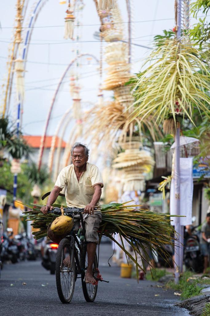 Penjor隨風微微搖擺,是峇里島的傳統美學。