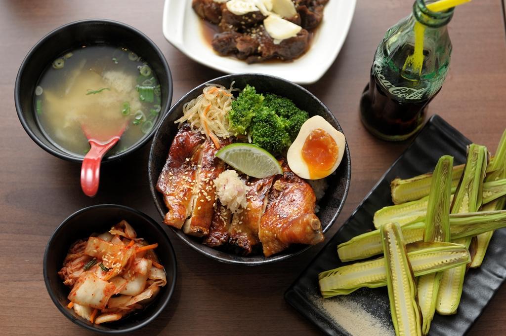 店家推薦,若不吃牛肉,可選擇秘製醬燒雞腿丼(149元/份)。