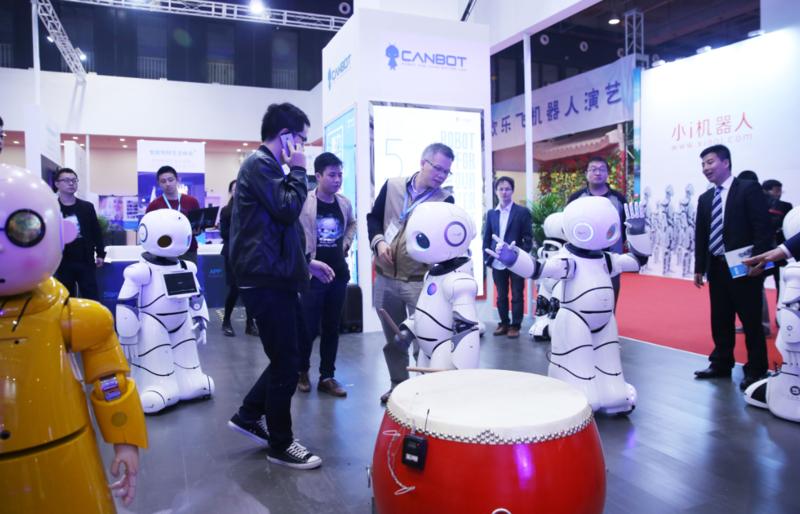 中國25年來全力推動機器人產業,目前已瓜分了全球27%的市場。圖為2016年北京世界機器人大會。(東方IC)