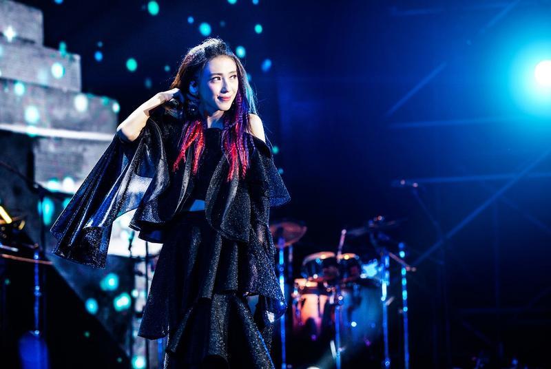 戴佩妮唱進北京工人體育館,完成萬人個唱挑戰。
