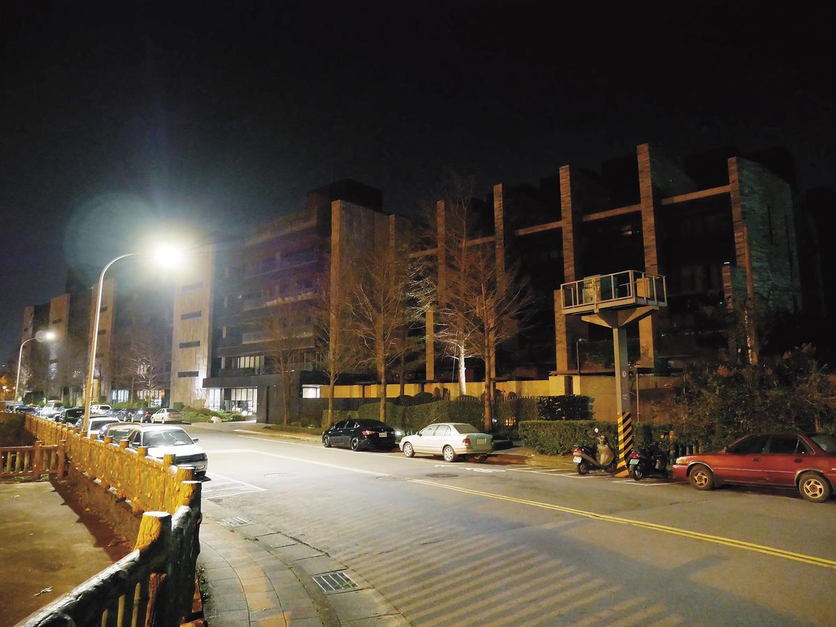 兩人買完宵夜後,蕭敬騰即驅車載著Summer返回台北南港價值兩億元的豪宅。